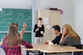Unsere Referentin und Schüler im Klassenzimmer